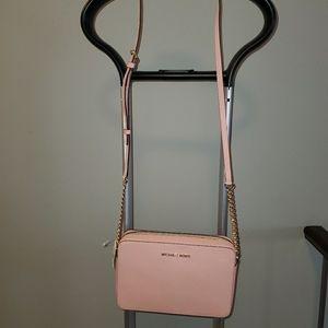 BNWT Pink Michael Kors crossbody bag (adjustable)